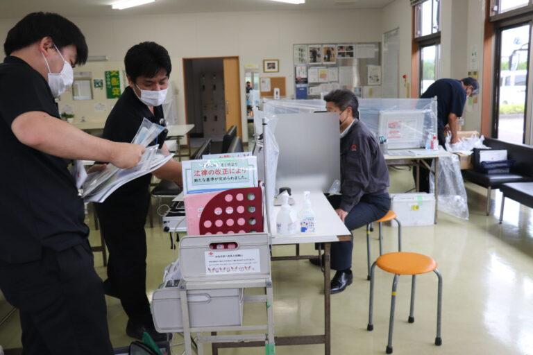 社長・献血の様子